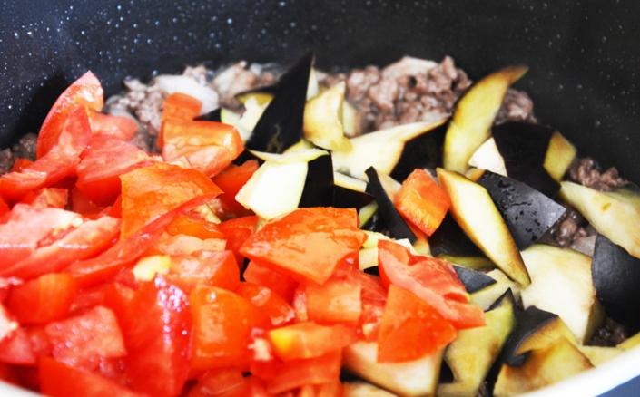 Baklazhaan, liha, tomat - kõik potis
